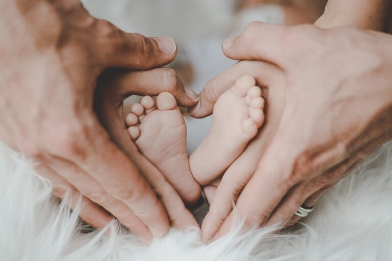De ce este important să existe o conexiune emoțională între copil și bona lui?